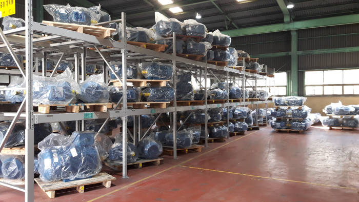 2015년 10월 에너지이용합리화법 효율등급제 시행이후 한 제조업체 창고에 프리미엄 전동기가 쌓여있다.