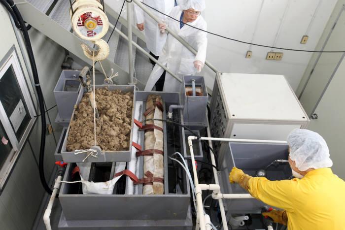 원자력연이 한국전력기술에 이전한 복합동전기 제염설비.