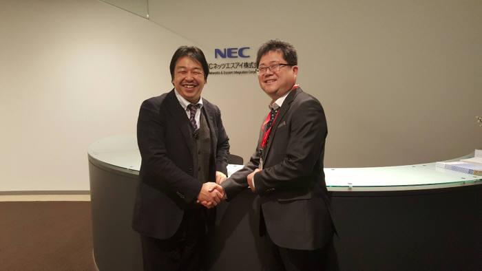 고재권 다봄소프트 대표(오른쪽)는 키토리 NESIC 부장과 WAS 모니터링 APM 솔루션 '엔파로스 자바' 일본 진출 제휴를 체결했다.