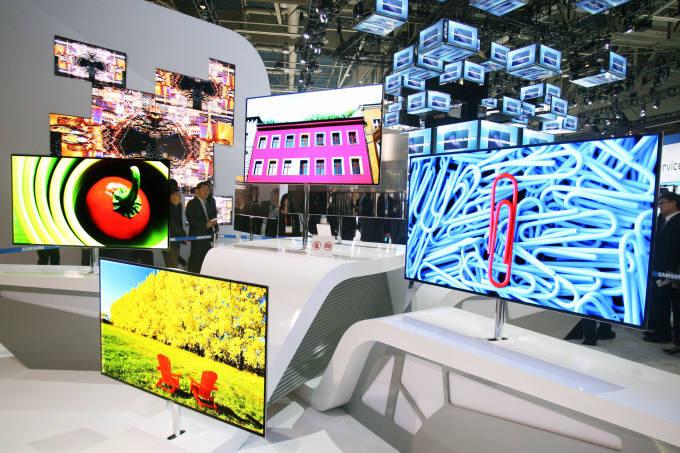 삼성전자가 지난 2012년 CES에서 선보인 55인치 OLED TV.