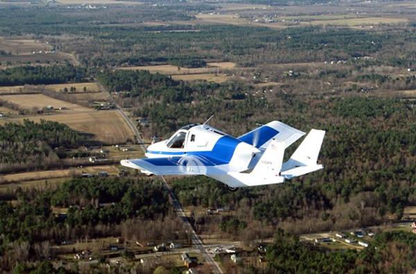 테라푸가사가 이미 개발해 시험비행까지 마친 하늘을 나는 2인승 차량 `트랜지션`의 비행 모습. 사진=테라푸가