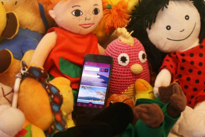 퍼니펍이 해외 여행자와 해외 현지 제품을 사고 싶어하는 구매자를 연결해주는 셀러문을 오픈한다. 사진은 셀러문 앱안에 있는 이미지.