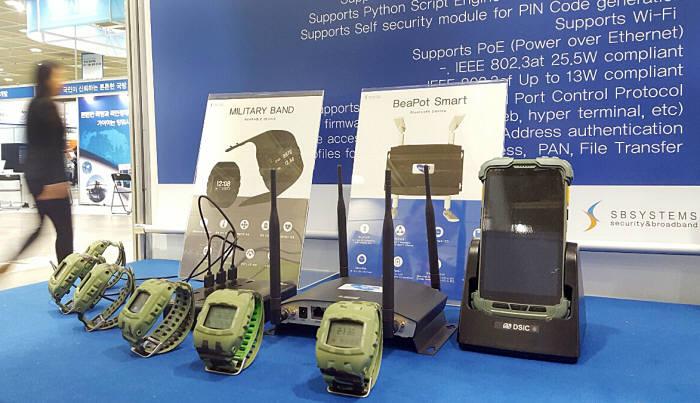 에스비시스템즈, 국방ICT기술.장비전시회에서 밀리터리 스마트 밴드 선봬