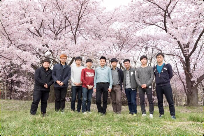 김근수 포스텍 교수 연구팀. 가운데가 김근수 교수.