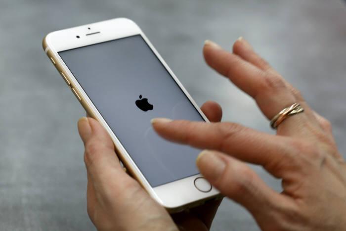 애플, 중국서 잇달아 시련...당국 규제로 곤혹