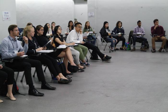 국내에서 열린 기업가정신 국제 교류 프로그램에 참여한 노스이스턴대 학생들이 강의를 듣고 있다. 한국을 찾아오는 우수한 해외 유학생 중 아이디어 기반 창업을 고민하는 사례가 늘고 있다. <출처: 한국청년기업가정신재단>