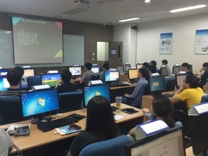 MDS테크놀로지가 이공계 미취업자 대상으로 임베디드 소프트웨어 인력 양성 교육을 진행한다. MDS테크놀로지 제공