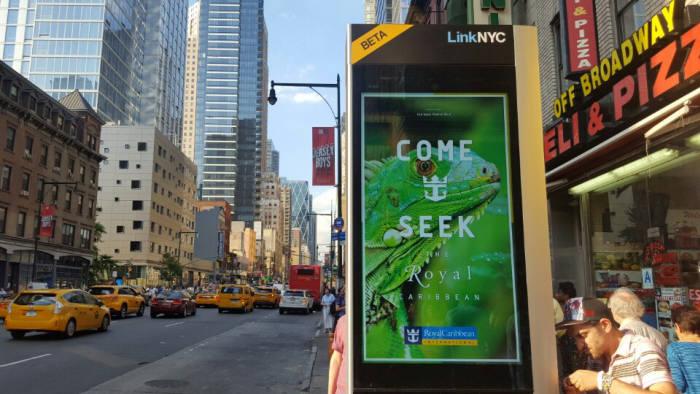 링크NYC 키오스크에는 이처럼 디지털 사이니지가 설치돼 화려한 광고를 할 수 있다. 키오스크 설치운영 비용은 모두 광고로 충당할 계획이다.