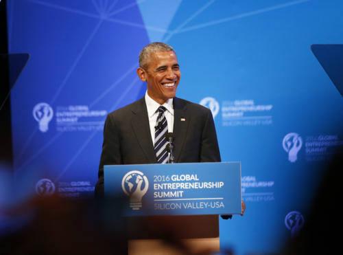 오바마 미국 대통령이 스탠포드 대학에서 열린 기업가정신 관련 행사에서 연설하고 있다.