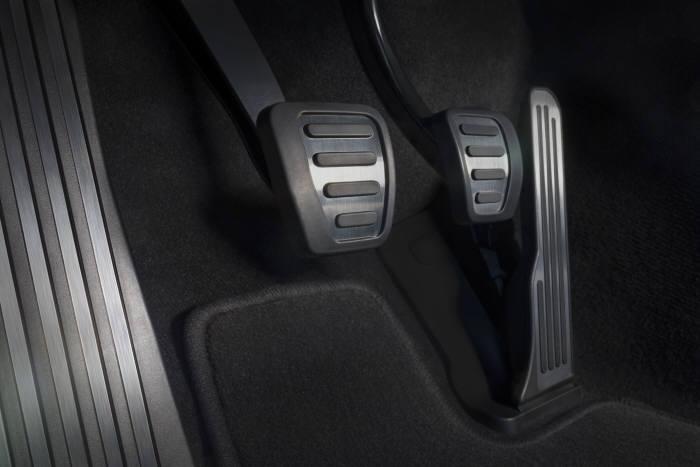 [신차 드라이브] 캐딜락의 첫 콤팩트 스포츠세단 `캐딜락 ATS`