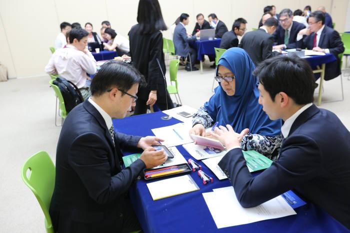사진은 지난해 열린 `2015 IT엑스포 부산` 해외 비즈니스 상담장.