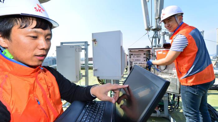 속도를 갑절 높여주는 `4×4 미모(MIMO)` 기술이 이동통신사 LTE 망에 적용된다. 단말 칩 공급 일정에 따라 이르면 내년 상반기 1