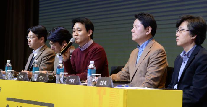 방준혁 의장(가운데)을 비롯한 넷마블게임즈 경영진들.