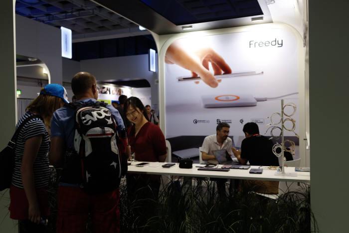 독일 베를린에서 열린 IFA 2016에서 코마테크는 무선충전 솔루션에서 전반적인 모바일 분야로 확장시킨 `프리디` 신제품군을 공개했다.