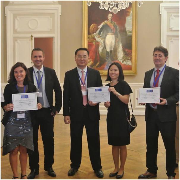 ICTK)는 프랑스 마르세유에서 열린 스마트 보안 주간 콘퍼런스에 참가해 디지털 아이디 부문 혁신상을 수상했다. .박두진 ICTK 부사장(왼쪽 세번째)과 ICTK 박승은 룩셈부르크 지사장(왼? 네번째).