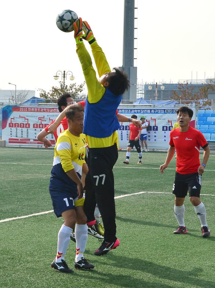 [동영상 뉴스]방송통신인 축제의 장 `축구대회` 이모저모