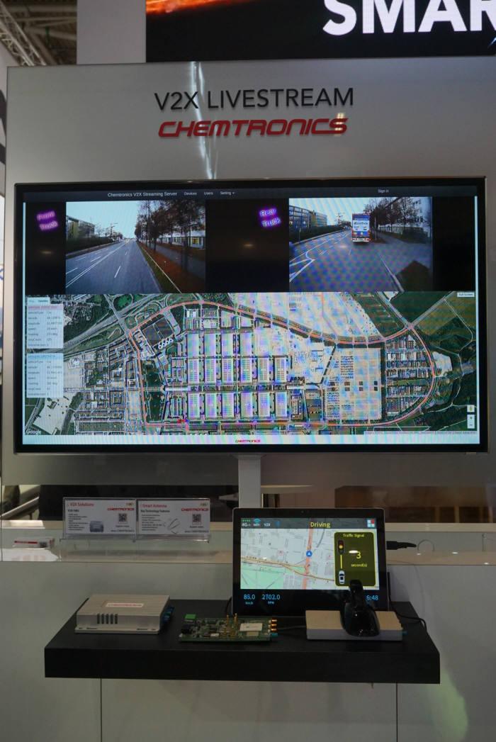NXP 부스에 설치된 실시간 영상 전송 모니터