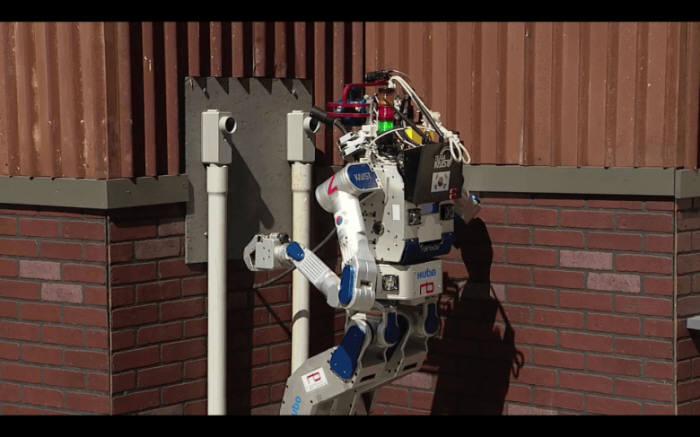 [과학 핫이슈]운전하고 뛰어다니는 로봇 `휴보`