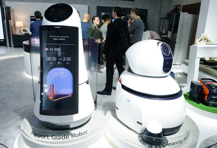 LG전자 공항 안내 로봇_공항 청소 로봇
