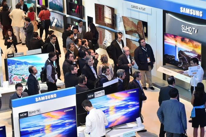삼성전자는 올해 다양한 퀀텀닷 TV를 출시, 소비자의 선택권을 늘리고 있다.