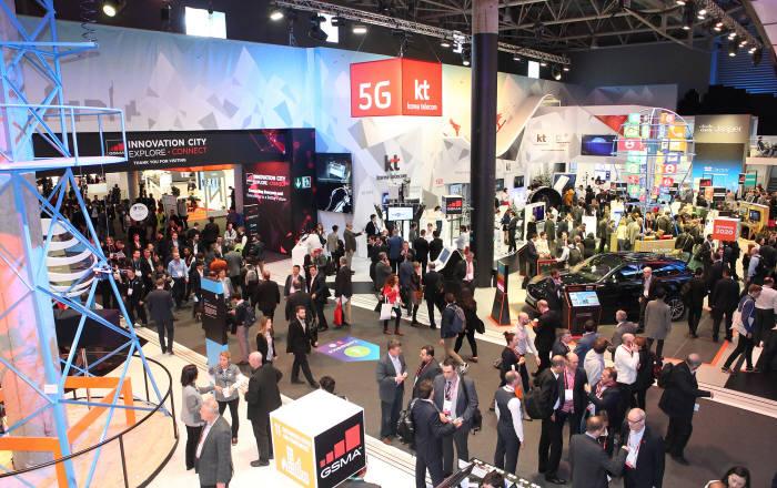 KT는 MWC 2017에서 다양한 전시와 황창규 회장의 기조연설로 글로벌 5G 리더의 면모를 공고히 했다.
