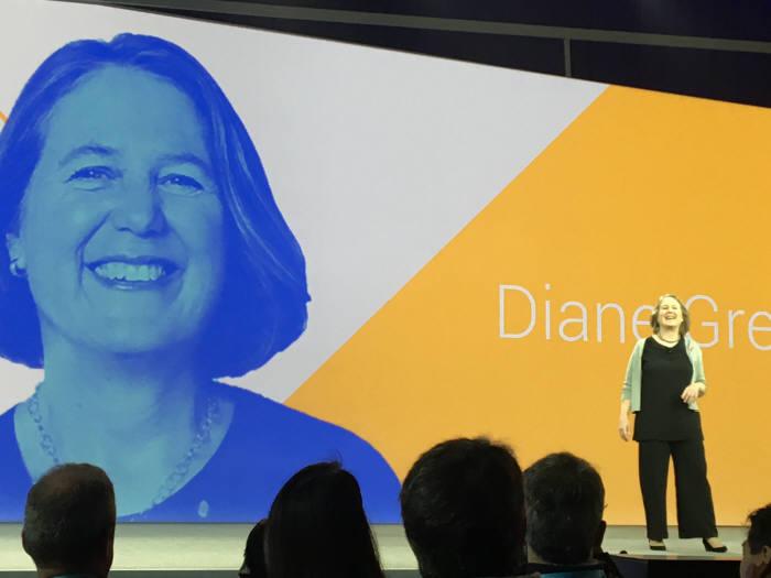 구글 클라우드 총괄 임원인 그리너가 구글 클라우드 사업을 설명하고 있다.