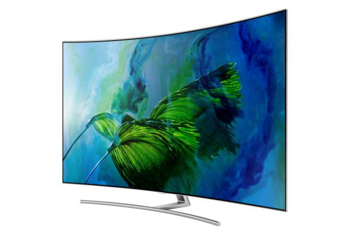 삼성전자가 올해 출시한 프리미엄 TV 'QLED TV'에 커브드 디자인을 적용한 'Q8' 시리즈.