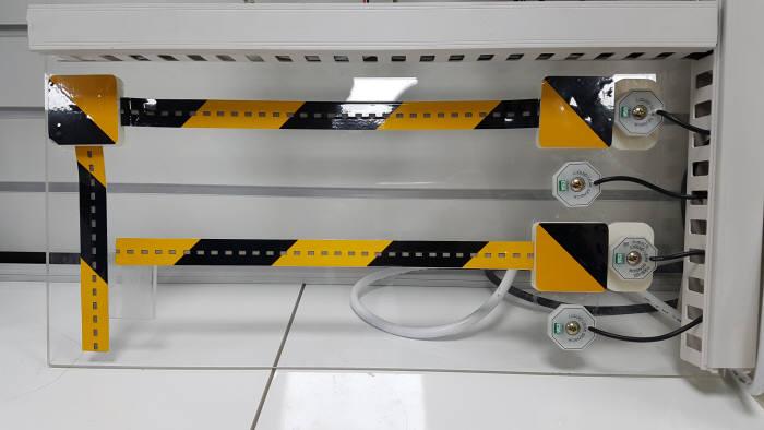 하이큐브시스템이 개발한 도전성 필름 적층형 누액 감지 센서.