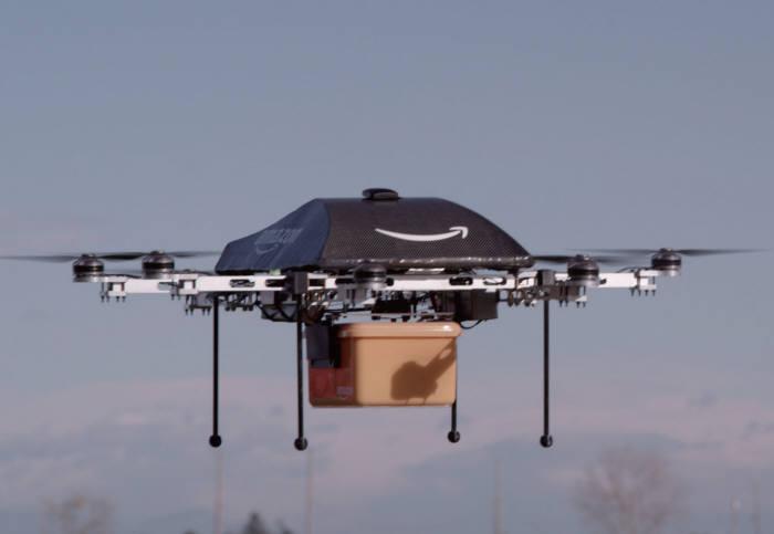 시험 배송 중인 아마존 사의 멀티콥터 드론(출처: 미래부 책자)