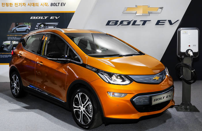 [신차 드라이브]화제의 차 '볼트 EV'