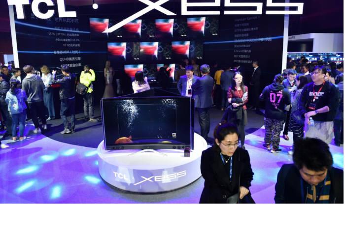 중국 TCL은 지난 3월 29일 중국 베이징에서 신제품 발표회를 열고 프리미엄 퀀텀닷 TV를 비롯한 올해 신제품을 공개했다. 퀀텀닷 TV 'XESS X3'가 전시된 모습. (사진=TCL)