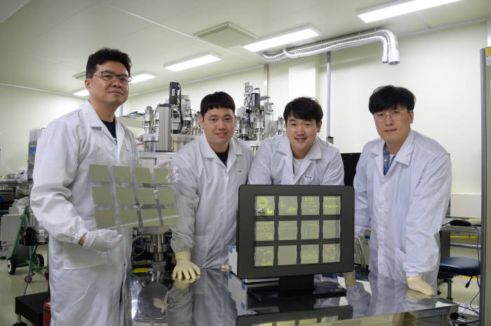왼쪽부터 조남성 ETRI 유연소자연구그룹장, 조현수 선임연구원, 한준한 선임연구원, 신진욱 선임연구원