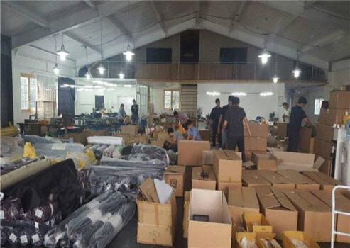 특허청 상표권 특별사법경찰대는 지난해 9월 경기도 남양주 소재 위조상품 제조공장을 덮쳐 위조상품 11만여 점을 압수조치했다. / 자료:특허청