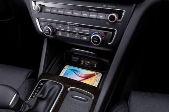 참고 사진 : 기아차 K5 스마트폰 무선충전패드