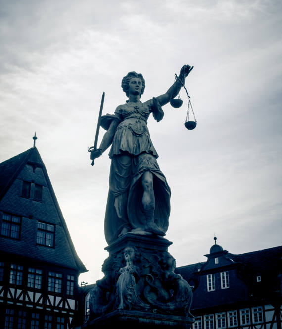 독일 프랑크푸르트 뢰머 광장에 위치한 정의의 여신상/ 자료: 게티이미지뱅크