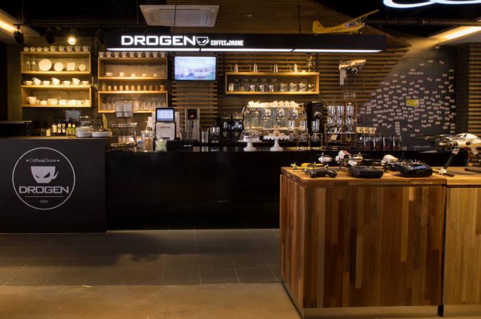 카페와 드론 체험시설을 갖춘 드로젠카페.