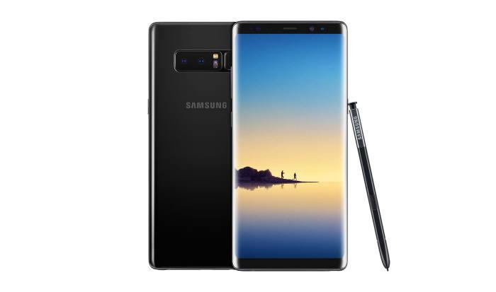 갤럭시노트8은 삼성 최초의 듀얼카메라 모듈을 탑재한 스마트폰이다. 삼성은 중저가 모델로 듀얼카메라 모듈 탑재를 확대한다.