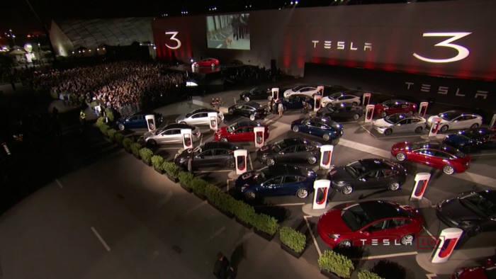 테슬라가 지난 7월 말 미국 캘리포니아주 프리몬트 공장에서 '모델3'를 공개했다.