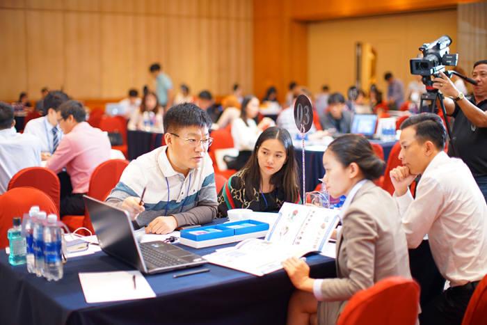 광주·전남소프트웨어융합클러스터사업단이 실시한 동남아시아 수출상담회에서 ICT 및 SW업체들이 수출상담을 벌이고 있다.