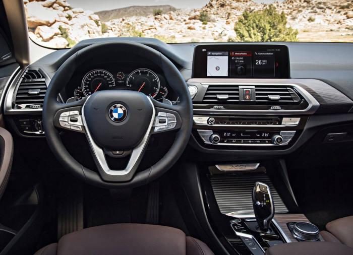 BMW 뉴 X3 실내 모습.