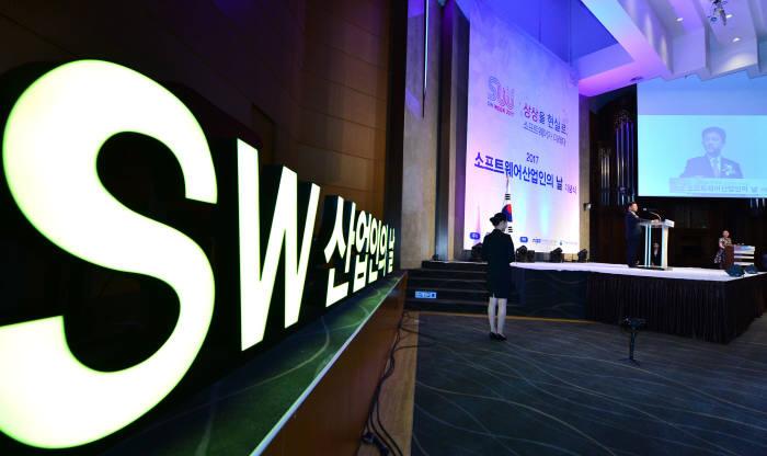 [글로벌기업, 그들은 한국에 무엇인가]외산 SW '우상숭배'에 한국 제품 씨 마른다