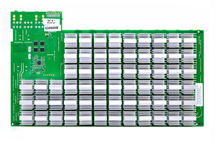 엔트마이너 S9에는 16나노 공정으로 생산된 189개의 전용 주문형반도체(ASIC)가 들어간다. 이 주문형 반도체는 SHA-256 해시 함수를 처리하는 데 초점이 맞춰져 있다.
