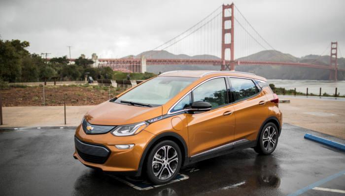 북미 전기차 판매량 2위를 기록한 GM 쉐보레 '볼트(Bolt)'. 이 차는 LG화학 60kwh급 배터리를 장착했다.
