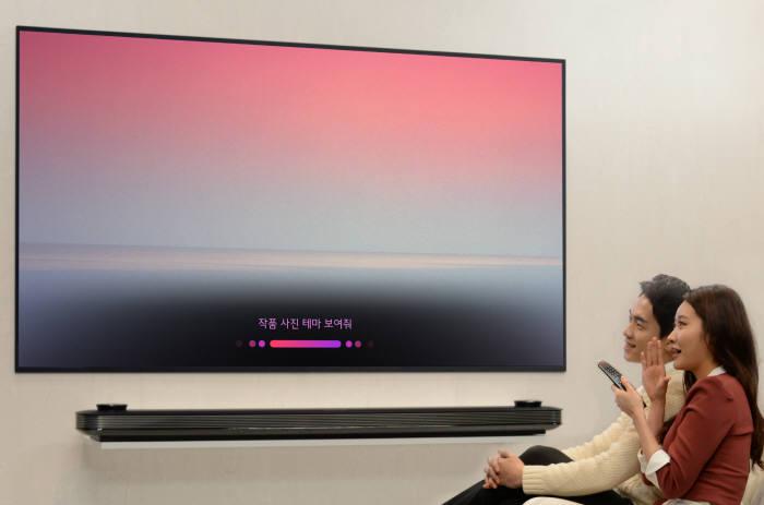 LG전자, 화질에 똑똑함 더했다…인공지능 '씽큐 TV' 공개
