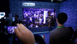 삼성·LG, 차세대 전략 TV 앞세워 CES 최고상 휩쓸어