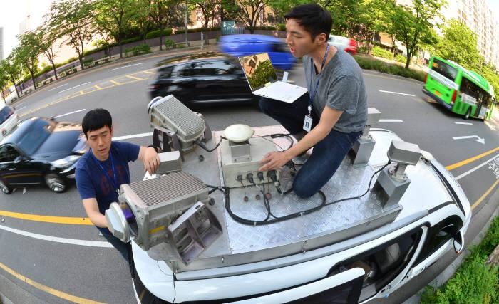 고정밀 지도 구축 차량 (전자신문 DB)