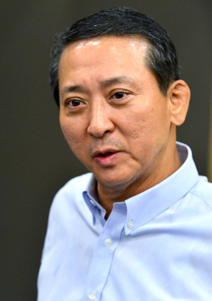 권영수 LG유플러스 부회장이 전직원에게 U+우리집AI를 선물했다.