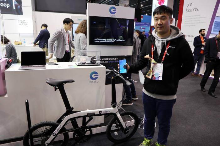 바이시큐는 스마트폰 앱으로 자전거 잠금을 자유자재로 설정할 수 있는 서비스를 내놨다.