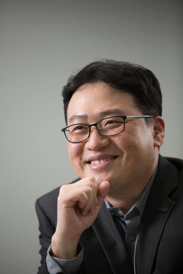 한국형 산업AI 플랫폼을 개발해 국내외로 확산시켜 나가고 싶다는 최재식 교수.