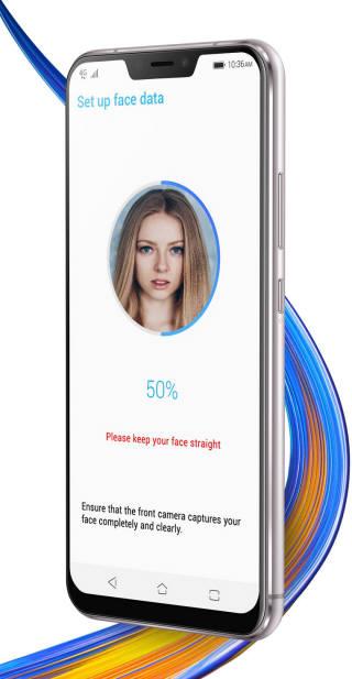 에이수스의 젠폰5. 화면 상단부가 들어간 모습이 애플 아이폰X과 매우 흡사하다.(사진출처: 에이수스 홈페이지)